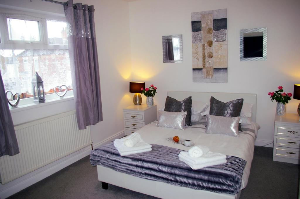 A bed or beds in a room at Humberstone House - Full House
