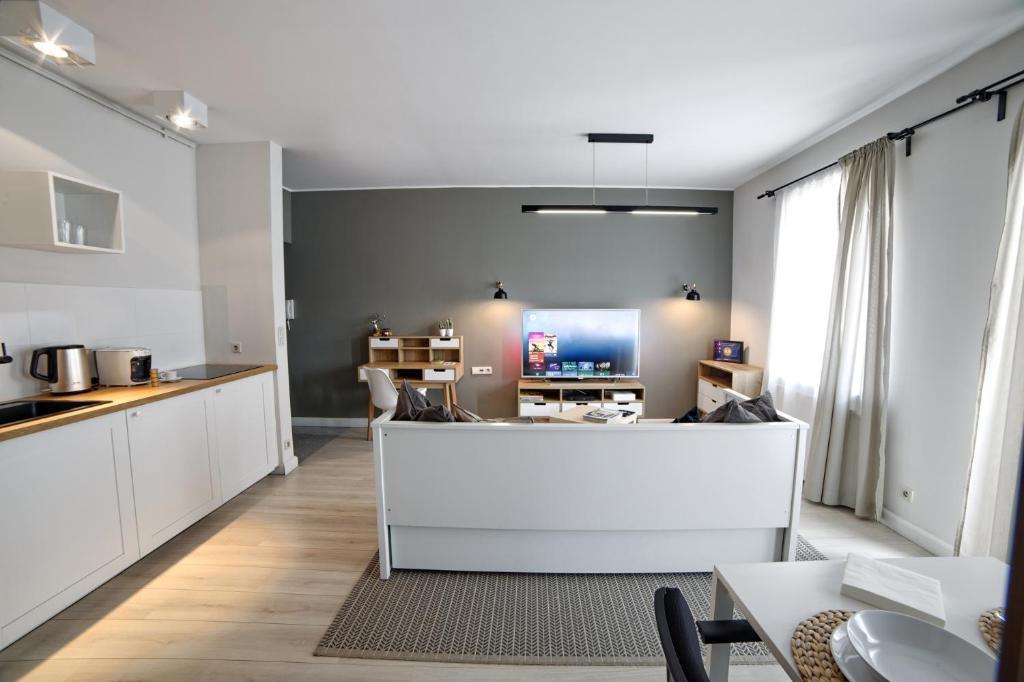 A kitchen or kitchenette at Apartament LAVENDER