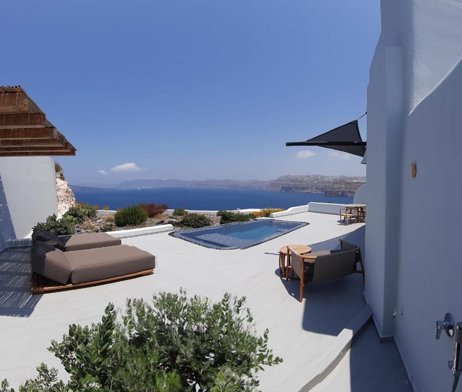 Vista sulla piscina di Avatar Suites o su una piscina nei dintorni