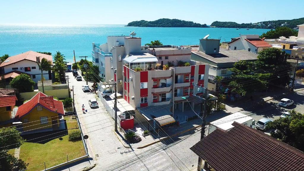 A bird's-eye view of Apartamento - 30mts Praia Central - Frente Avenida
