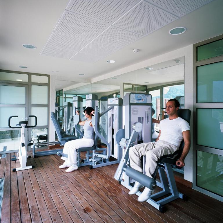 The fitness center and/or fitness facilities at Parador de Vielha