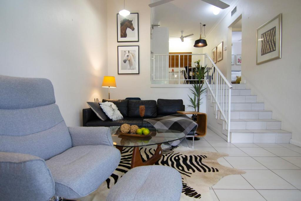 A seating area at 2 Bedroom close to CBD