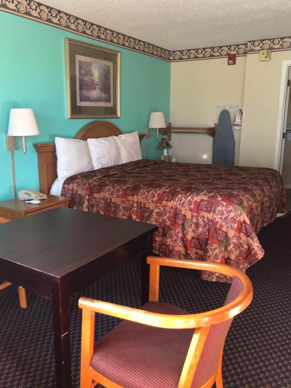 A bed or beds in a room at Clairmont Inn