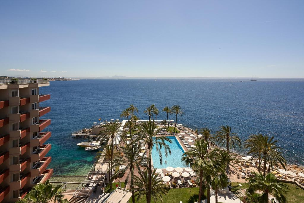 Vue sur la piscine de l'établissement Palace Bonanza Playa Resort & SPA by Olivia Hotels Collection ou sur une piscine à proximité