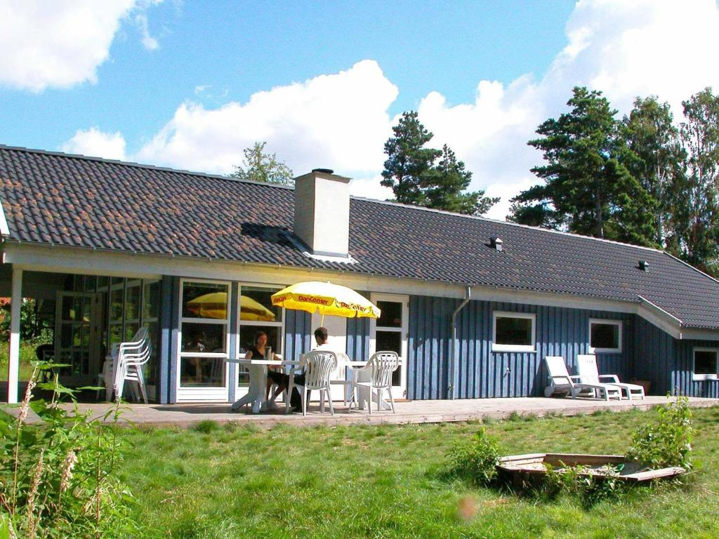 Four-Bedroom Holiday home in Aakirkeby 5