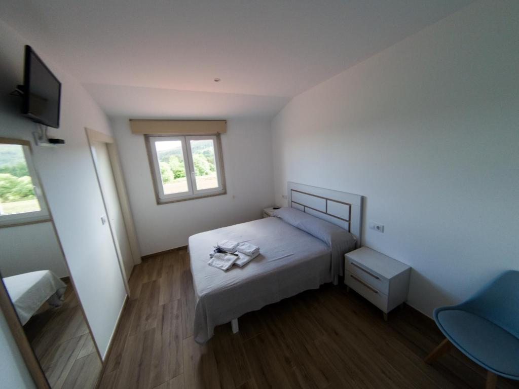 A bed or beds in a room at Albergue Casa Manola