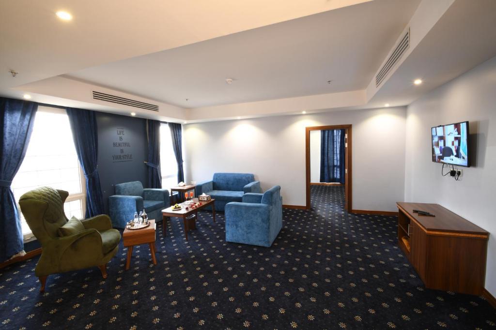 Uma área de estar em فندق البيت المثالي Ideal Home Hotel