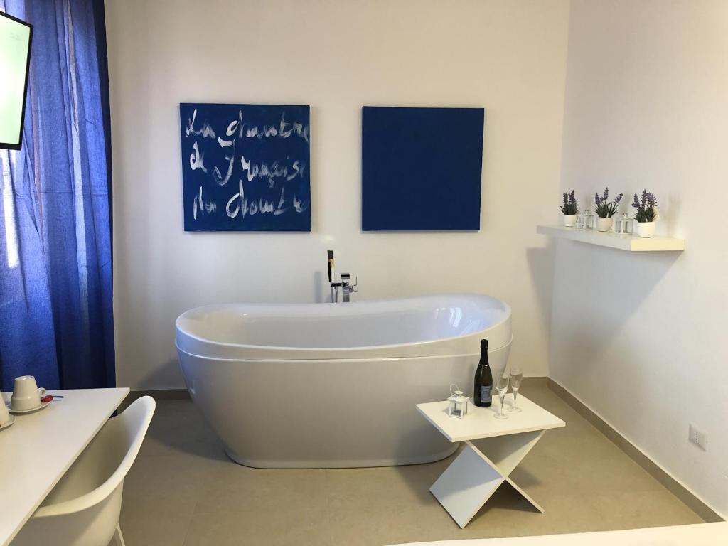 A bathroom at Les Chambres de Françoise