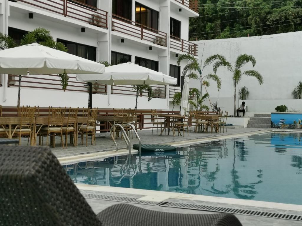 The swimming pool at or near Villa Israel Eco Park