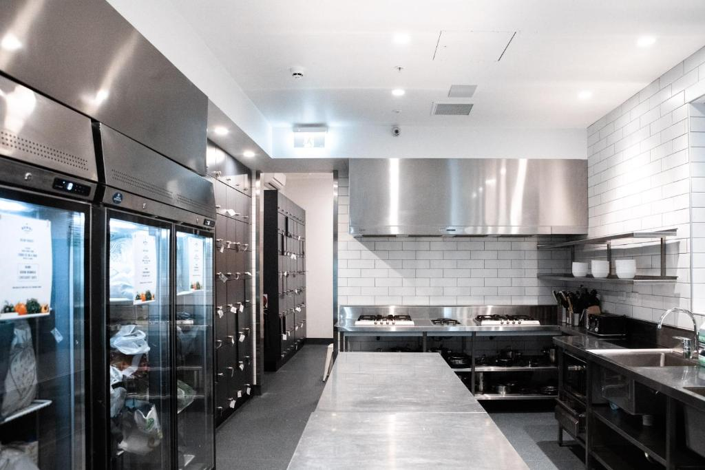 A kitchen or kitchenette at Wake Up! Bondi Beach