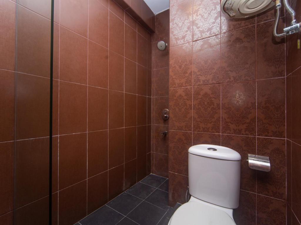 A bathroom at Nak Hotel