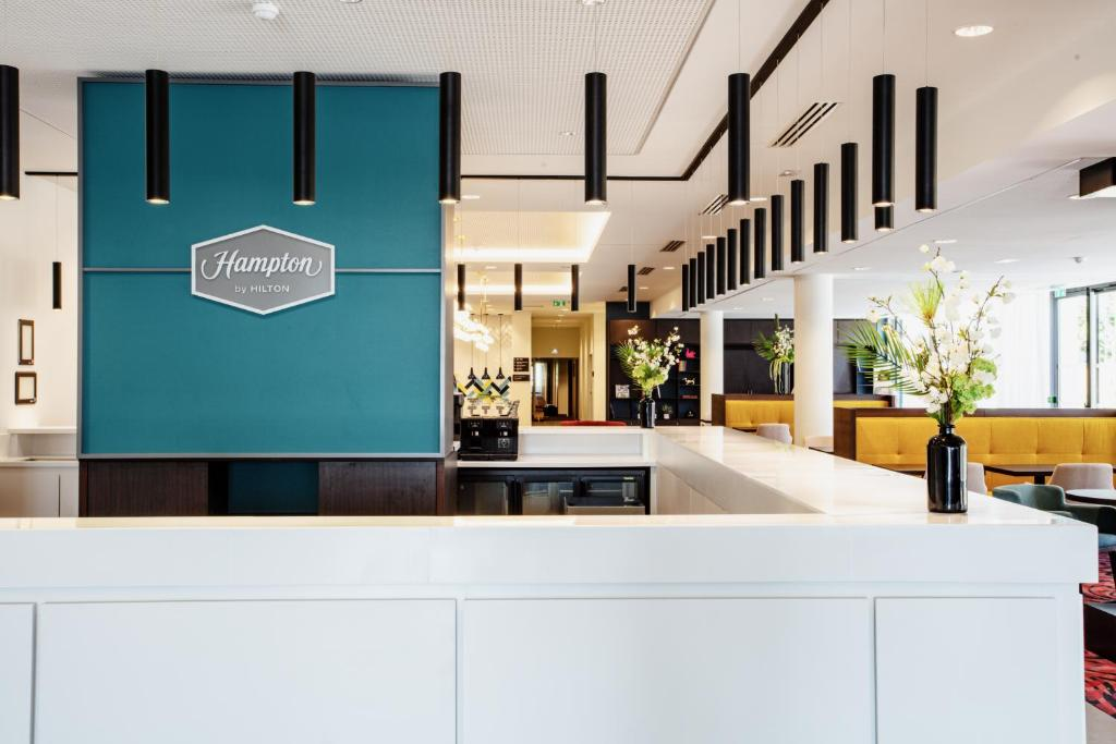 The lobby or reception area at Hampton By Hilton Toulouse Airport