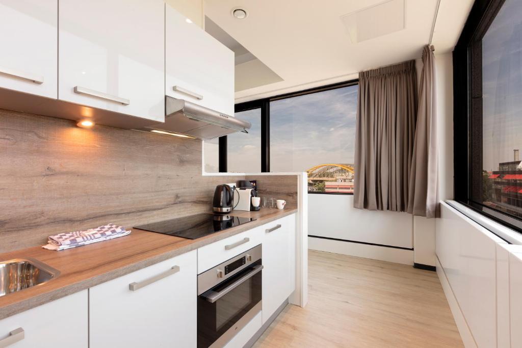 A kitchen or kitchenette at 2L De Blend