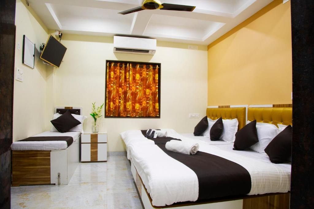A bed or beds in a room at AL Shifa Residency