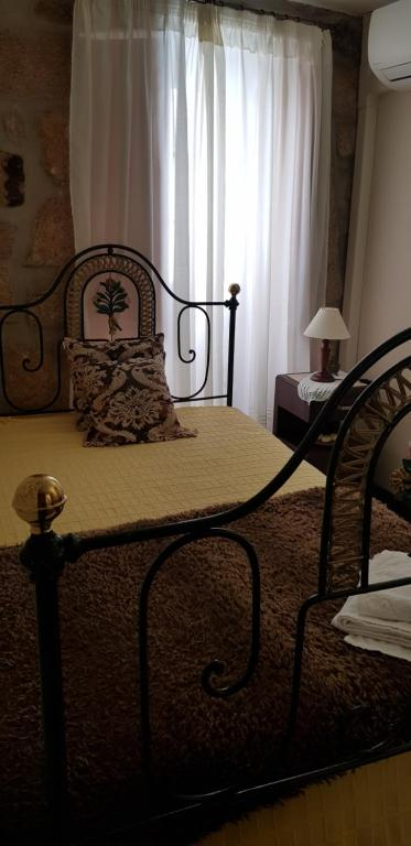 A bed or beds in a room at A Casinha do Beco