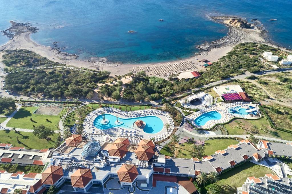 Ett flygfoto av Rodos Princess Beach Hotel