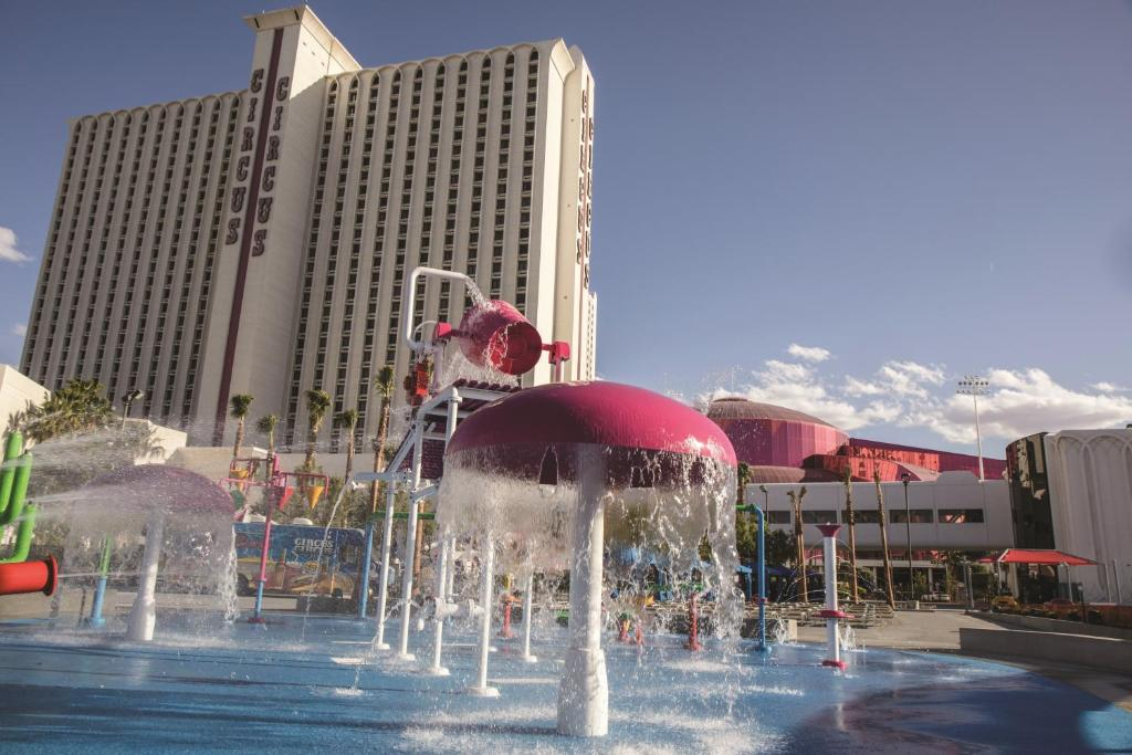 The swimming pool at or near Circus Circus Hotel, Casino & Theme Park