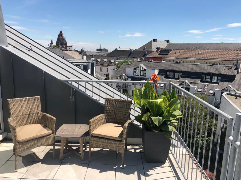 A balcony or terrace at Hilton Mainz City