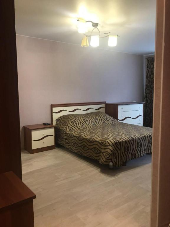 A bed or beds in a room at Comfort apartment in Novosibirsk center