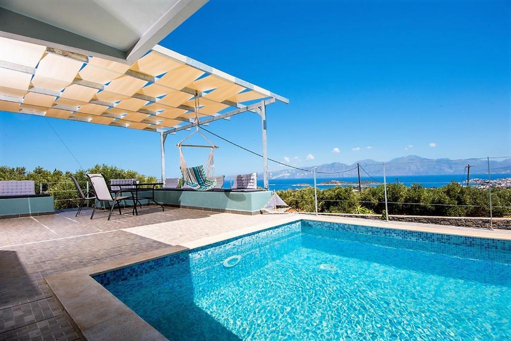 The swimming pool at or close to Villa Dafni