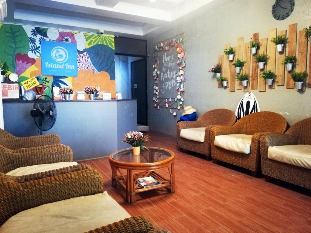 The lobby or reception area at Island Inn