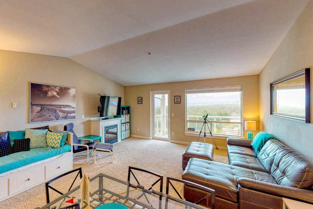 A seating area at Top Floor - All The Views - 2 Bed 2 Bath Apartment in Westport