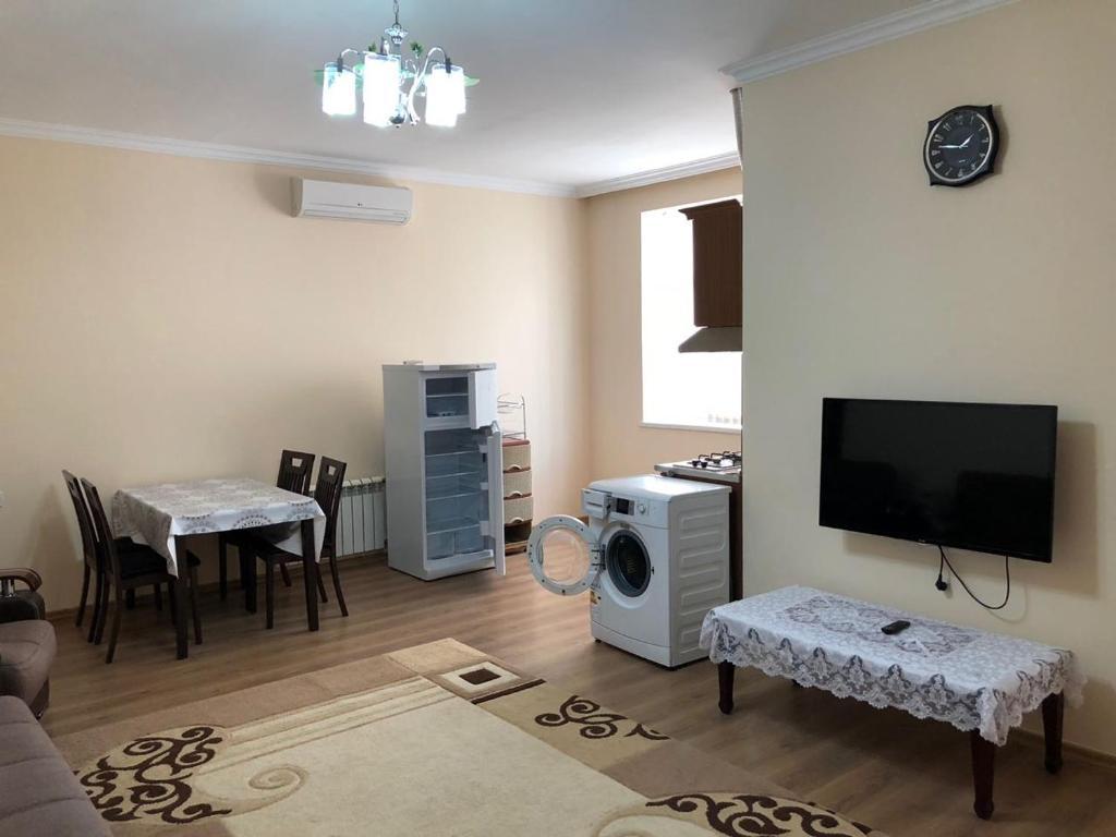 Uma TV ou centro de entretenimento em Kvartira