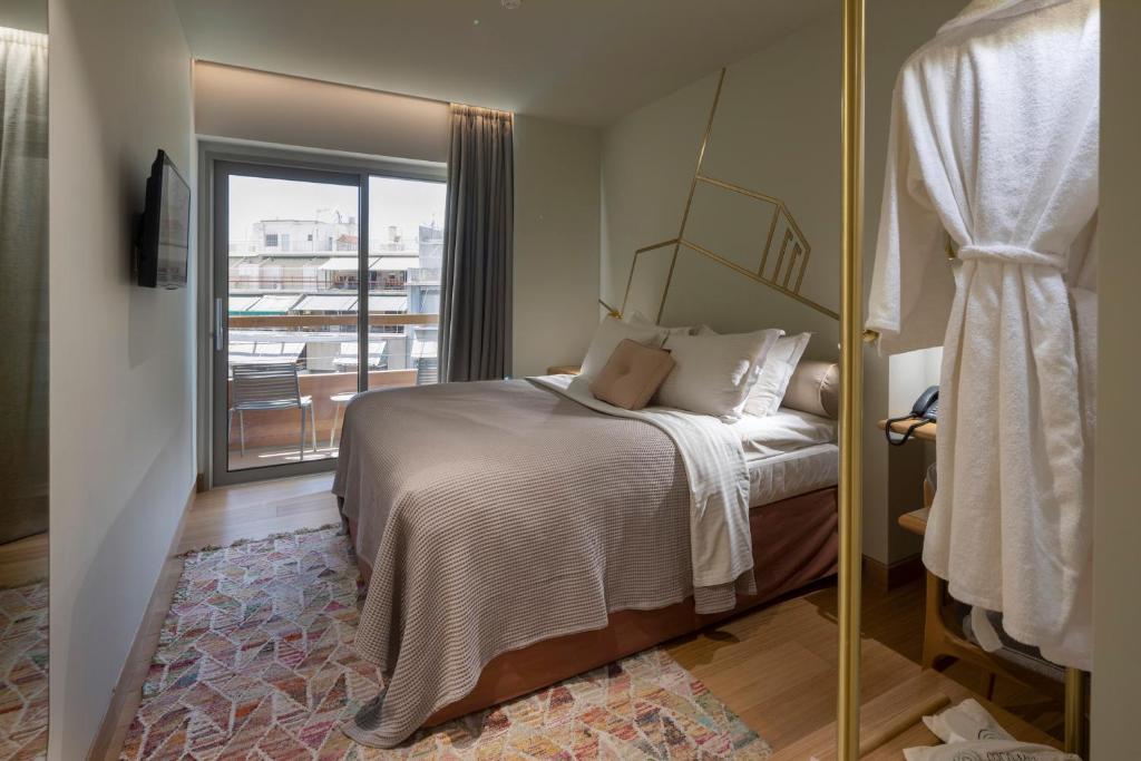 מיטה או מיטות בחדר ב-Coco-mat Athens BC