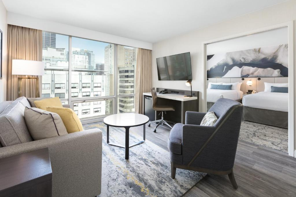 A seating area at Delta Hotels by Marriott Vancouver Downtown Suites