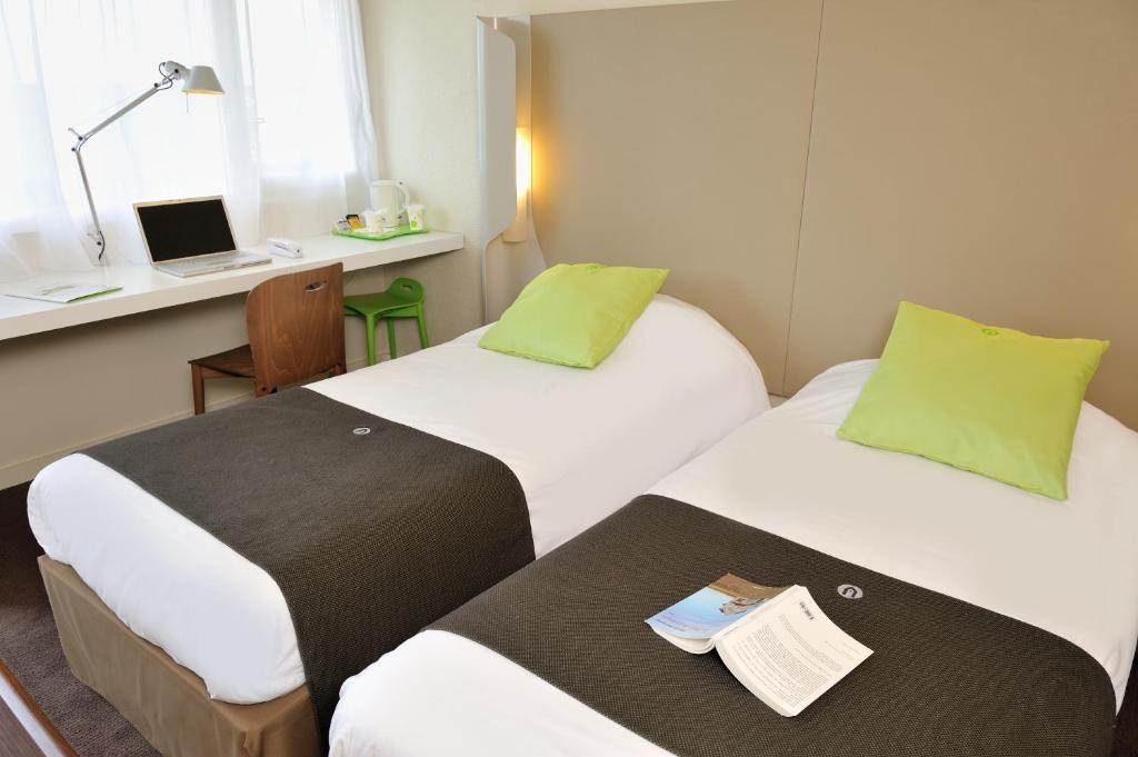 Un ou plusieurs lits dans un hébergement de l'établissement Campanile Vannes