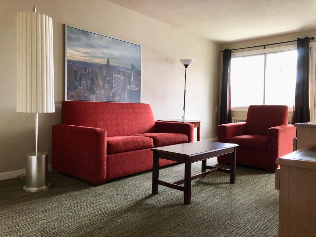 A seating area at Beausejour Hotel Apartments/Hotel Dorval