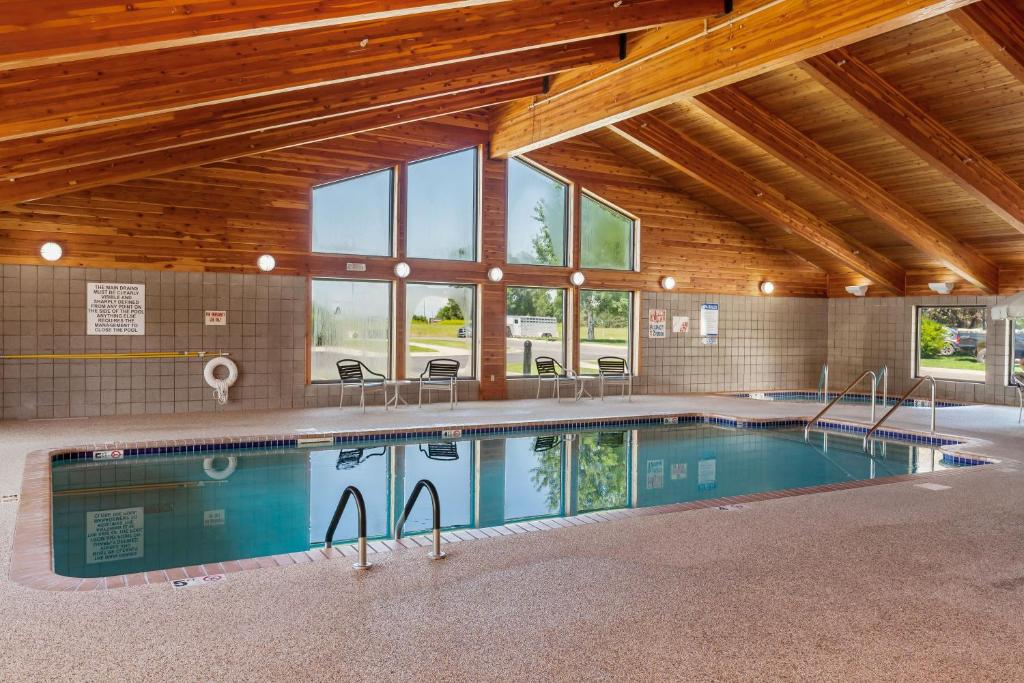 The swimming pool at or near MountainView Lodge and Suites