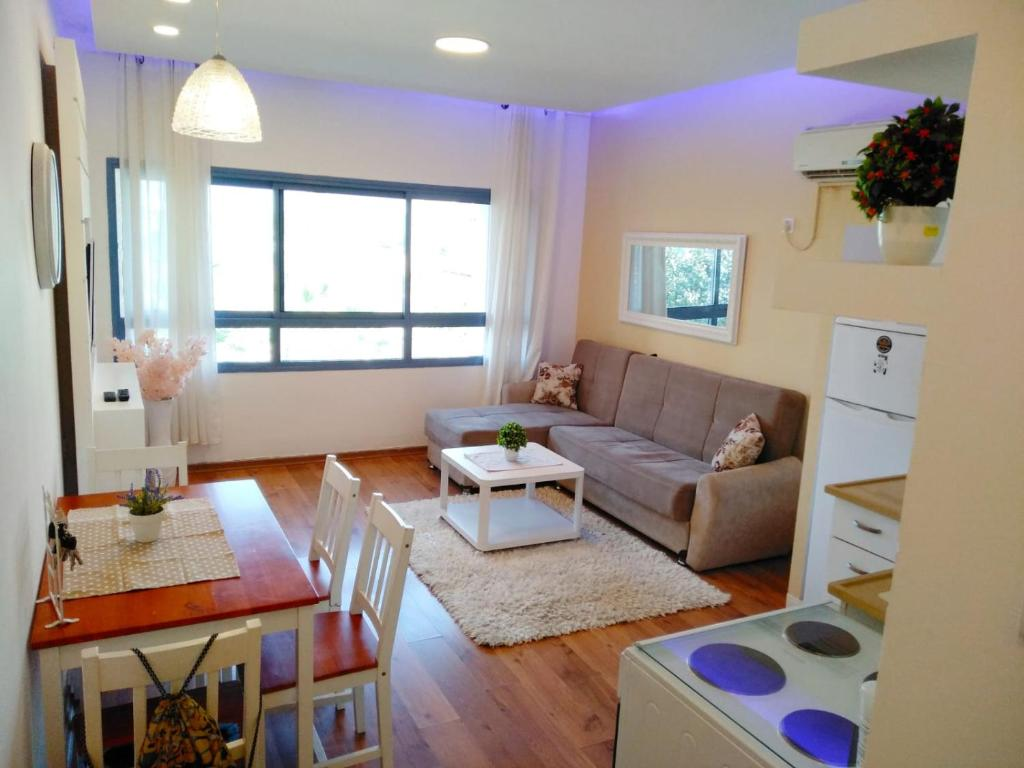 A seating area at Marina Ashkelon apartment