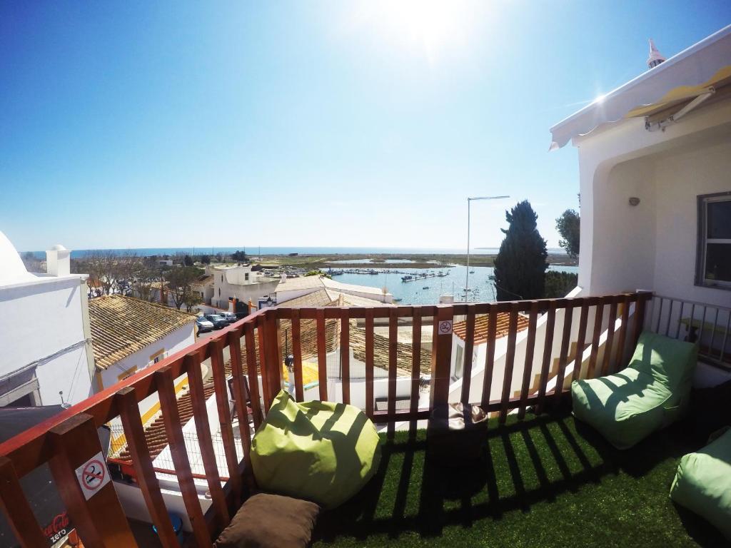 Un balcón o terraza de Ria Hostel Alvor
