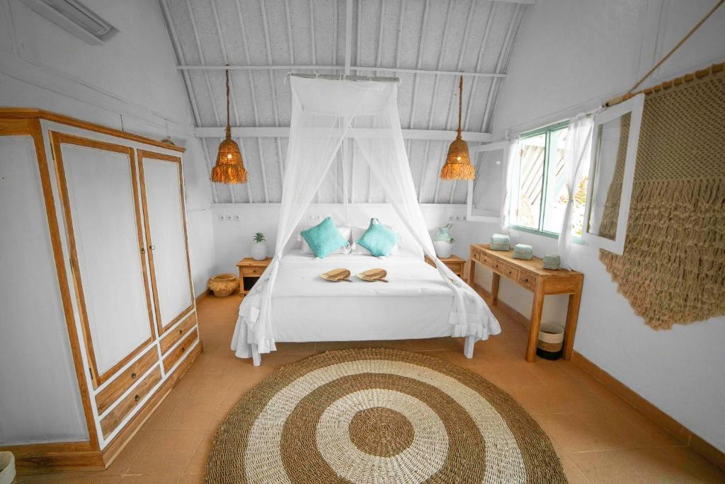 A bed or beds in a room at 7SEAS Cottages