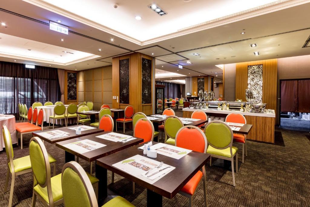福容大飯店-桃園餐廳或用餐的地方