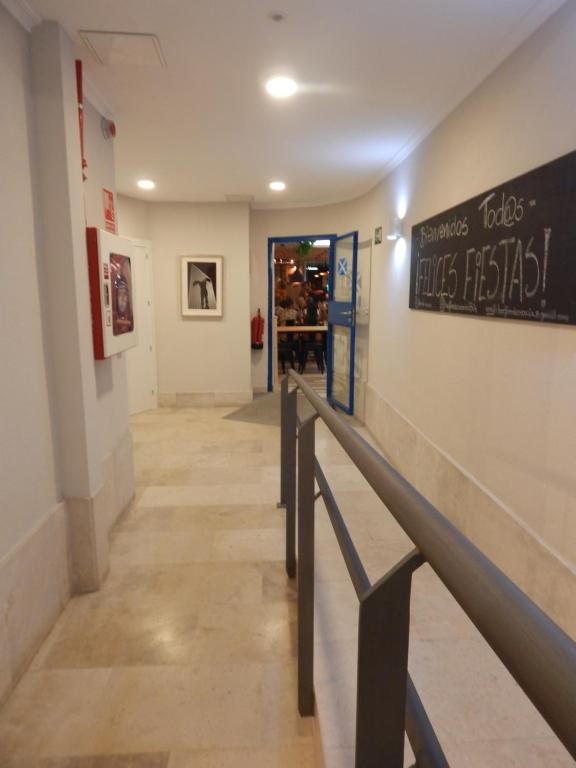 The lobby or reception area at Hostel Catedral Burgos