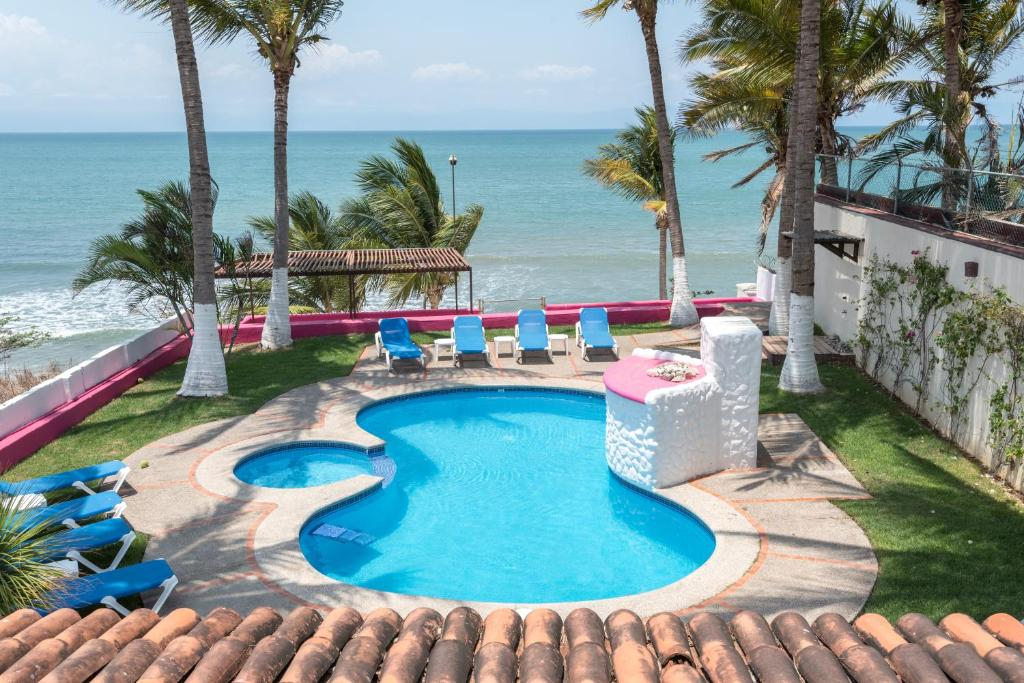 A view of the pool at Casa María Resort or nearby