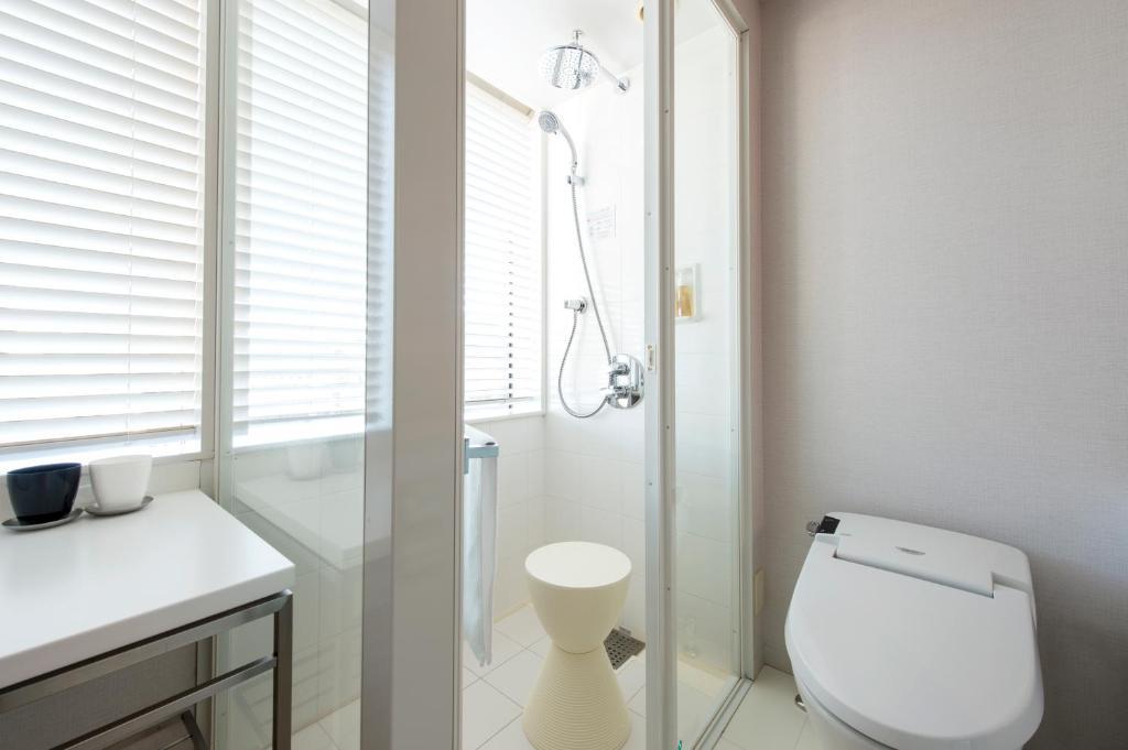 A bathroom at remm Hibiya