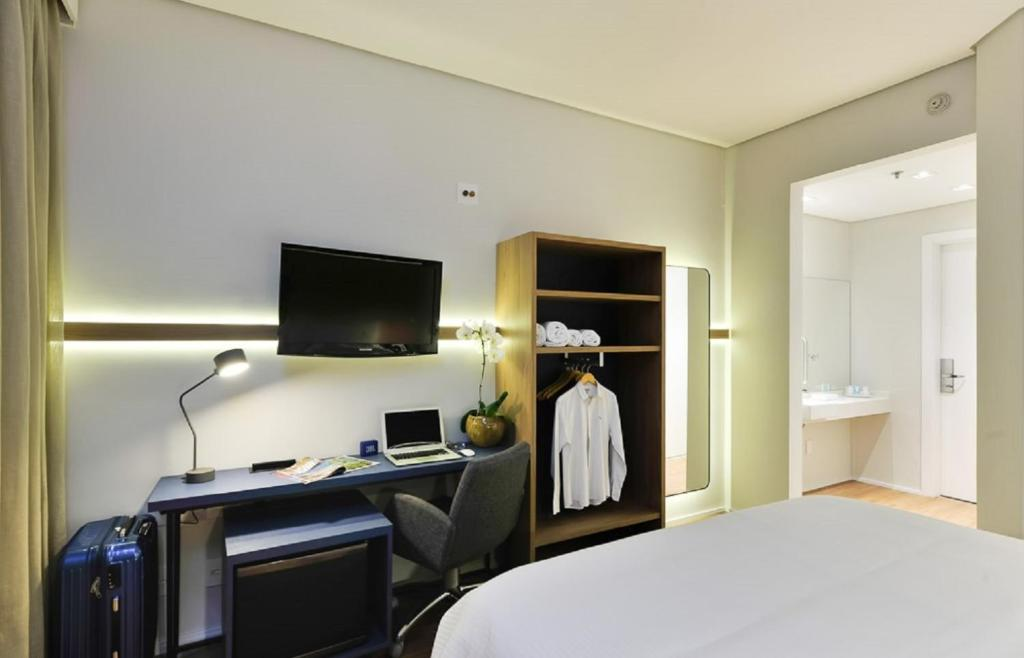 A television and/or entertainment center at Hampton by Hilton Guarulhos Airport