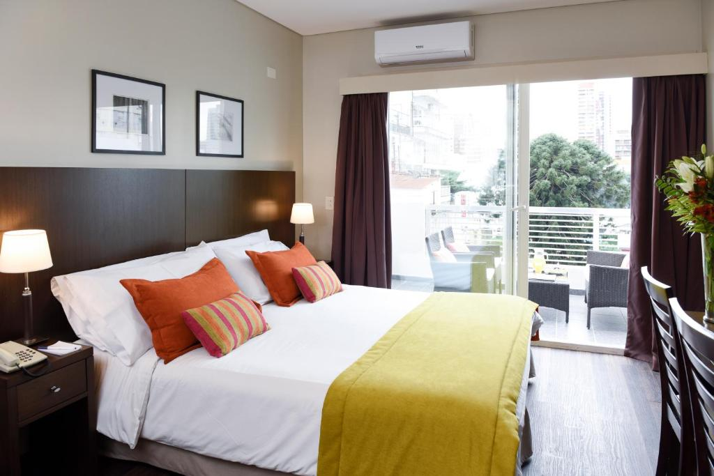 A bed or beds in a room at Argenta Suites Belgrano