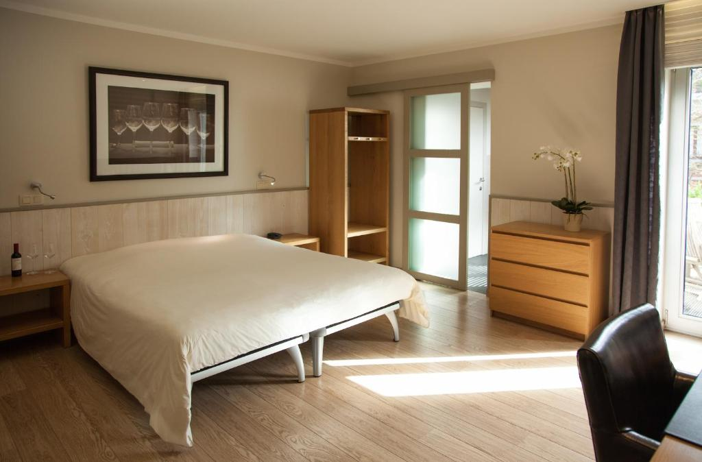 A bed or beds in a room at Hotel Boardhouse