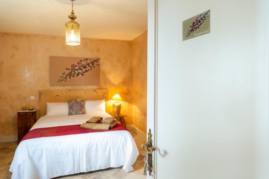 A bed or beds in a room at El Hotelito del Cotillo