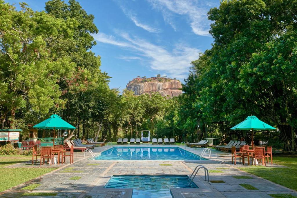 The swimming pool at or close to Hotel Sigiriya