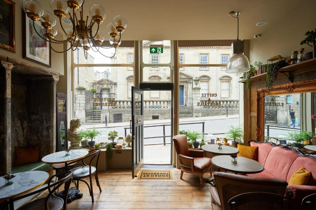 A restaurant or other place to eat at Broad Street Townhouse
