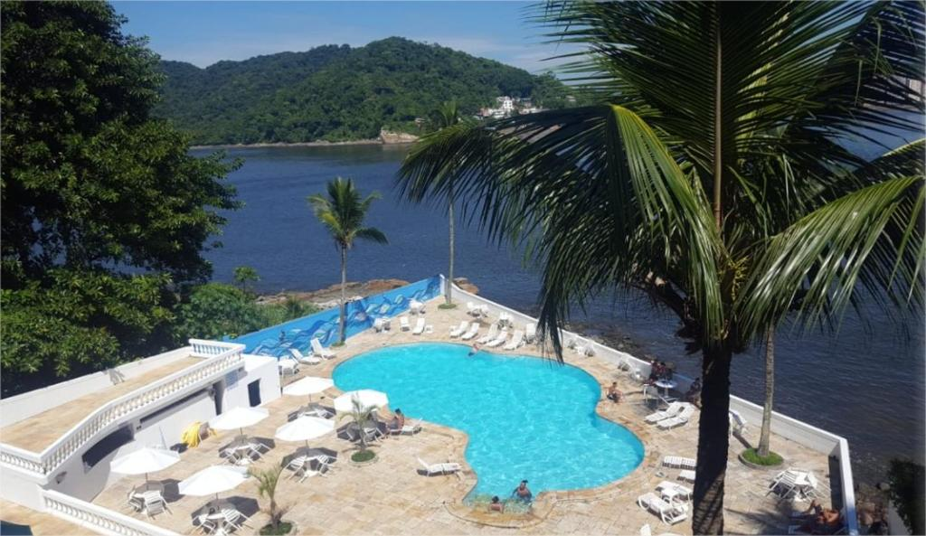 A view of the pool at Ilha Porchat Hotel or nearby