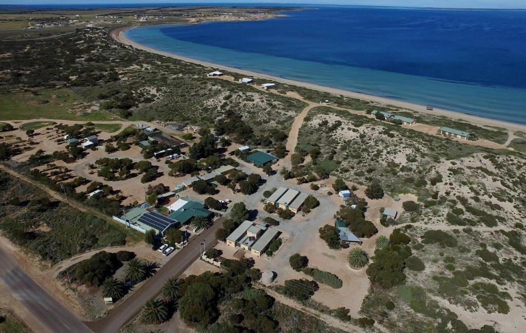 Een luchtfoto van Ceduna Shelly Beach Caravan Park