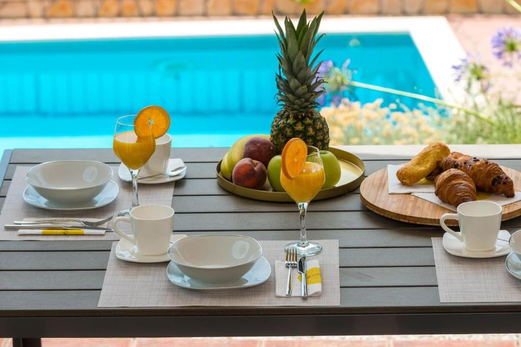 Breakfast options available to guests at Maja