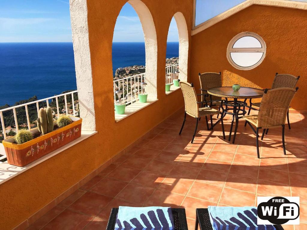 A balcony or terrace at Apartment Vistamar 1