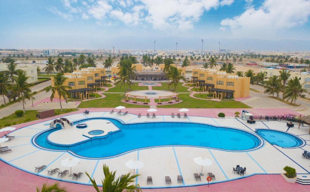 منظر المسبح في قرية سمهرم التراثية او بالجوار